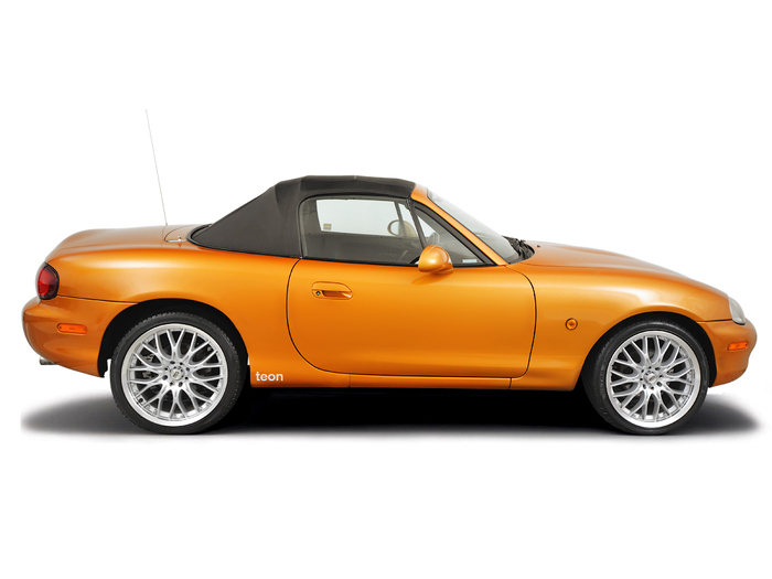 Checking tyre condition Mazda MX-5 1989 - 2005 Petrol 1.8