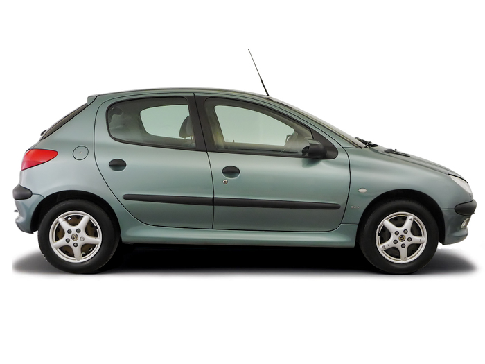Checking tyre pressures Peugeot 206 1998 - 2001 Petrol 1.4