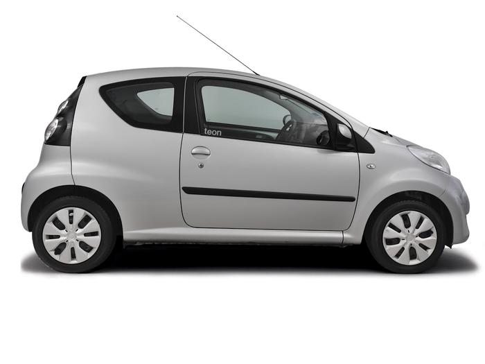 Air filter change Toyota Aygo 2005 - 2011 Petrol 1.0 VVT-i