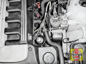Illustration of step: Fit a 32 mm filter wrench socket securely onto the oil filter housing - step 3