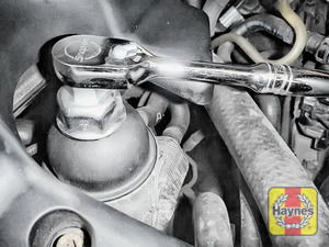 Illustration of step: Fit a 32mm filter wrench socket securely onto the oil filter housing - step 3