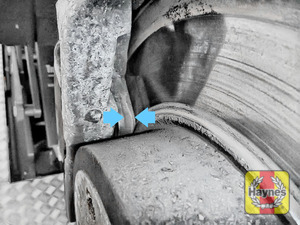 Illustration of step: Now locate thNow locate the brake pads, there are two, one on each side of the disc - step 5