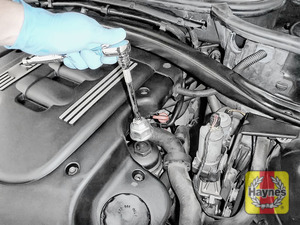 Illustration of step: Using a 36mm filter wrench socket, fit the tool securely onto the oil filter housing - step 3