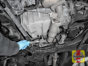 Illustration of step: Using a Torx-40 socket, carefully remove the sump plug and fully drain the oil - step 4