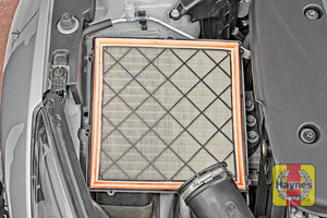 Illustration of step: Air filter in position - step 7
