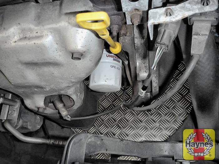 Chevrolet tti (2005 - 2011) 1.6 - Oil filter change - Haynes ...