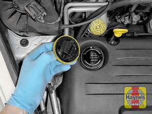 Illustration of step: To open the oil filler cap, turn anticlockwise  - step 5