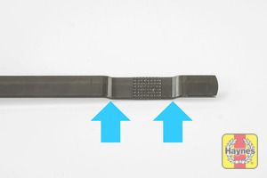 Illustration of step: Look at the end of the dipstick, the oil level should be comfortably between the maximum and minimum points - step 4
