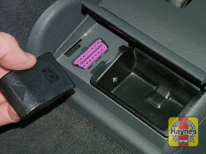Illustration of step: Open the ashtray and unclip the cover from the 16-pin diagnostic socket - step 2