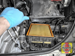 Illustration of step: Carefully lift the air filter box - step 6