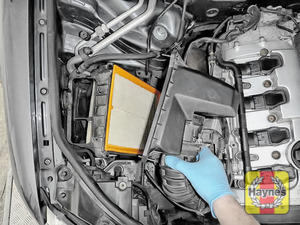 Illustration of step: Carefully lift the air filter box - step 5