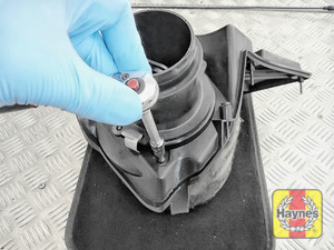 Illustration of step: Undo two Torx-15 retaining fixings and release the air filter - step 8