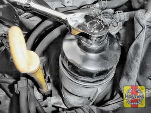 Illustration of step: Fit a 76/14F filter wrench socket securely onto the oil filter housing - step 6