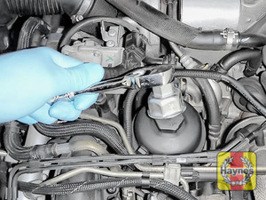 Illustration of step: Fit a 32mm filter wrench socket securely onto the oil filter housing - step 4