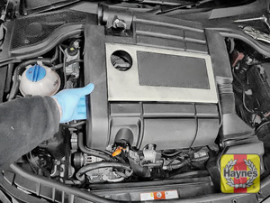 Illustration of step: Lift the air filter unit away from the vehicle - step 5