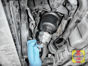 Illustration of step: Fit a 36mm filter wrench socket securely onto the oil filter housing - step 4