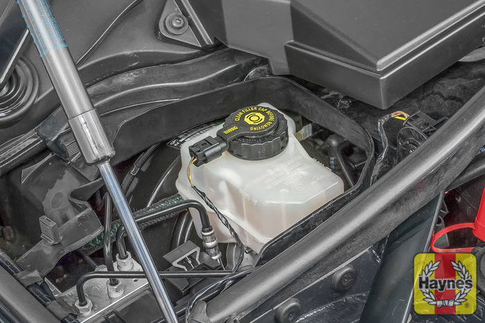 Bmw 1 Series 2004 2011 118d 2 0 Checking Brake Fluid Haynes Publishing
