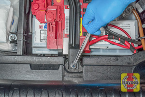 Illustration of step: To tighten, a 10mm socket or spanner is needed - step 6