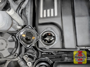 Illustration of step: Undo the oil filler cap, turn anticlockwise - step 2