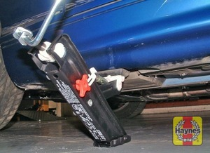 Illustration of step:  Locate the jack head under the jacking point nearest to the wheel that is to be removed - step 7