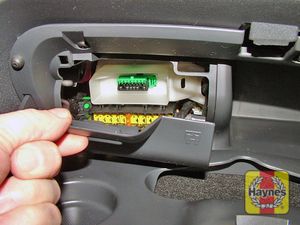 Illustration of step: Open the passenger's glovebox, and unclip the cover to access the diagnostic socket - step 2