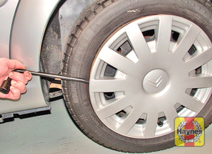 Illustration of step: Where fitted remove the wheel trim/hub cap from the wheel - Changing the wheel - step 7