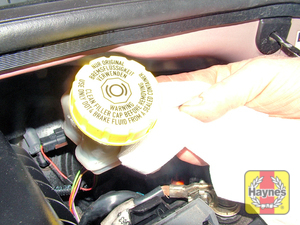 Illustration of step:  If topping-up is necessary, first wipe the area around the filler cap with a clean rag before removing the cap - Safety first! - step 30
