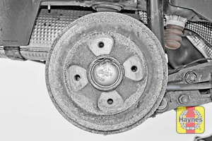 Illustration of step: This model has drum brakes - we do not recommend you remove the drum - step 10