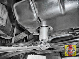 Illustration of step: Using a 21mm spanner or socket, carefully remove the sump plug and fully drain the oil - step 7