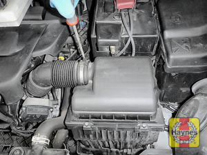 Illustration of step: Undo the circular clip on the air intake - use a 7mm socket or a screwdriver - step 2