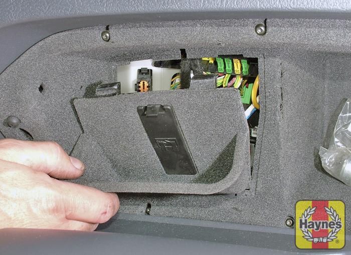 watermarked_large_Dsocket citroen c5 (2001 2008) 1 6 fusebox and diagnostic socket