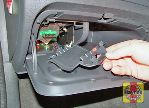 Illustration of step: Open the glovebox and unclip the cover to access the diagnostic plug (2001-on models) - step 2