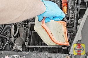 Illustration of step:  Now you can lift out the air filter - step 5