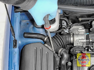 Illustration of step: Undo the circular clip on the air intake - use a screwdriver - step 2
