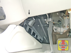 Illustration of step: The diagnostic socket is located under the driver's side of the facia - step 2