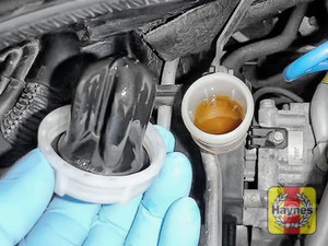 Illustration of step: If the level needs topping up, carefully open the cap, have a paper towel ready to catch any drips as this is corrosive! Now securely replace and tighten the cap - step 4