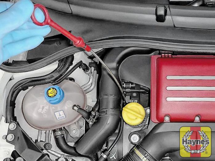 Fiat 500 (2004 - 2012) 1.4 Turbo Abarth - Checking oil level ...