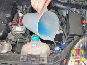 Illustration of step:  Top up the screen/headlight washer reservoir - Screen/headlight washer fluid level - step 42