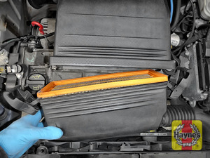 Illustration of step: Carefully open the air filter box - step 4