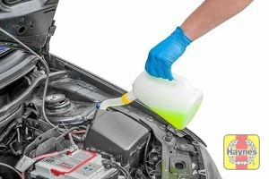 Illustration of step: Top up with screen wash and securely replace cap - step 3