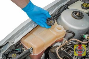 Illustration of step: ONLY WHEN COLD! - if required, undo the cap to add more coolant - step 4