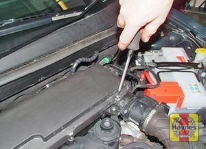 Illustration of step:  On 1 - 1.4 litre engine - step 3