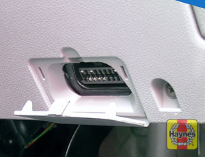 Illustration of step: Open the cover in the driver's lower fascia to access the diagnostic socket - step 2