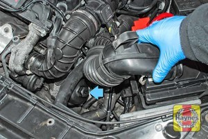 Illustration of step: Relocate the air filter duct to access the oil filter cartridge - step 2