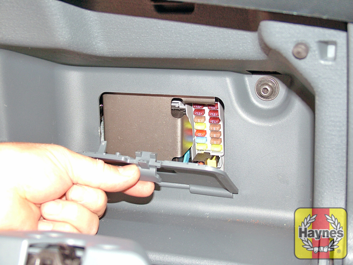 ford ka 2009 2014 1 2 fusebox and diagnostic socket locations rh haynes com ford ka fuse box diagram 2003 ford ka fuse box location