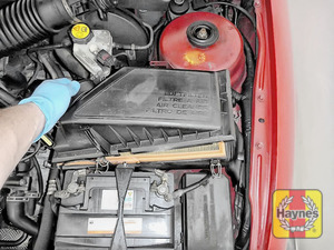 Illustration of step: Undo the four retaining clips and carefully lift away the air filter box - step 4