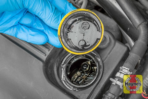 Illustration of step: To open the oil filler cap - turn anti-clockwise  - step 6