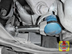 Illustration of step: Using an oil filter wrench, unscrew the filter anti-clockwise and remove the old oil filter - step 2