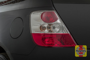 Illustration of step: Check the rear light cluster: brake, fog and indicators - step 3