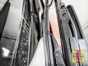 Illustration of step: Check the condition of the wiper blades - step 5